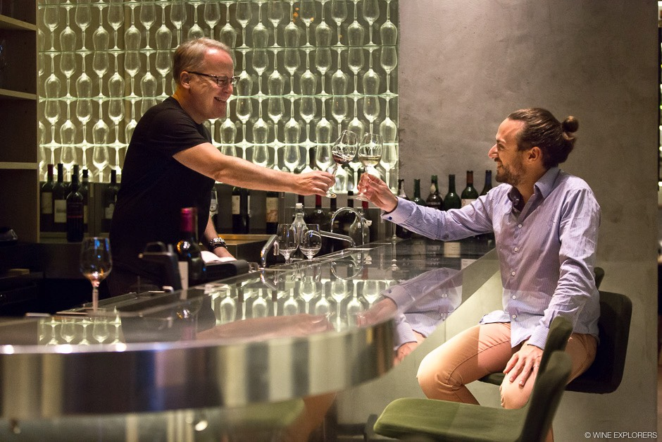 Hong Kong, Central, Deibra Meiburg MW, James Suckling, Sarah Heller MW, Yohann Jousselin MS, Eddie McDougall, Thomas Jullien, The Flying Winemaker, Cathay Pacific, Sheung Wan, Mojo Nomad Central, John Anthony, Loaf on, La Cabane à Vin, Wine & Dine Festival, Wine explorers, Wine explorer, Jean-Baptiste Ancelot, Voyage, Tour du monde, Vin, Vignoble, Bouteille, Degustation, Wine, Wine travel, Wine inventory, Wine experience, Wine lover, Wine moment, Wine trip, Culture, red wine, white wine, Chardonnay, Merlot, Cabernet Sauvignon, Syrah, Sauvignon Blanc, Pinot Noir, Malbec